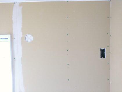 アーネストワン の物件-配電用の穴が開けられています。