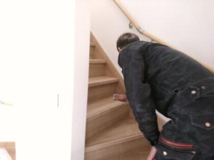 リアルの新築 - 拭き掃除をしながら点検します。