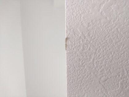 リアルの新築 - 壁紙の剥がれ