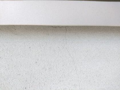 飯田産業 の新築 (藤沢市) - 化粧モルタルにヒビ