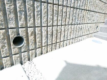 ホークワン (横浜市) の新築 - 擁壁からの水抜きに関しては一般的には容認事項