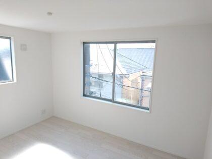 ホークワンの新築一戸建てを 建物診断 - 3階窓、転落防止手摺未取付