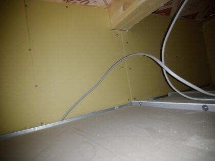 一建設 ( 相模原市 ) の新築一戸建て - 天井裏の石膏ボードも問題無し