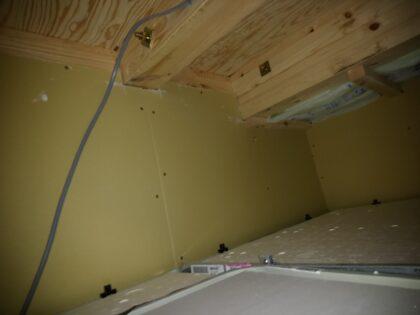 東栄住宅 (柏市) の 建物診断 ー 浴室天井裏の石膏ボード