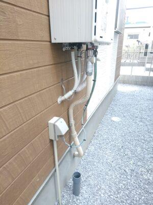 プラザハウス (横浜市)  - 給湯器の排水ドレイン未取付を指摘