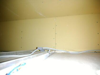 リフティングパートナー(厚木市)の新築一戸建て - 天井裏の石膏ボード確認