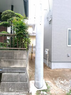 リフティングパートナー(厚木市)の新築一戸建て - 敷地内に電柱あり