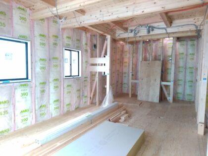 ケイアイスター不動産 (伊奈町) の 新築一戸建て - 施工中の断熱材確認