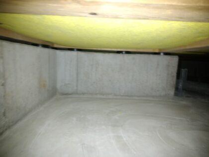 一建設(横浜市)の 新築一戸建て - 床下の通気などを確認