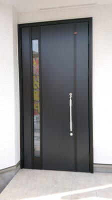 飯田産業 (東久留米市) の新築一戸建てを建物診断 - ドアのキズにも注意です
