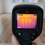 赤外線サーモグラフィーで断熱材の充填確認