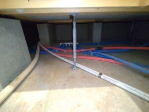 床鳴り原因の鋼製束の写真