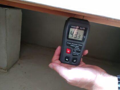 【 欠陥住宅 】床下の木部に湿気を発見
