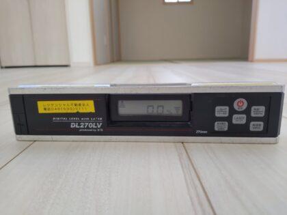 デジタル水平器で、 タクトホーム の物件を調査