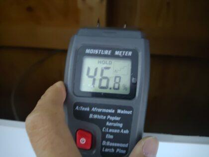 含水率測定器で水分量を計測