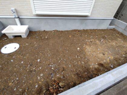 アイディホーム は、庭先の土をそのままの状態で引き渡します。