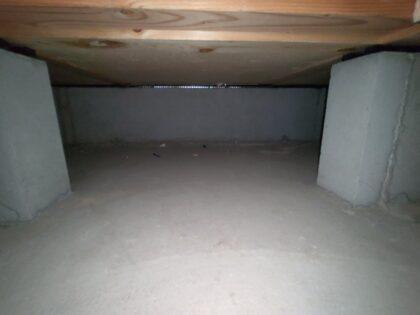 飯田産業 の物件の 基礎パッキン 通気の確保を確認
