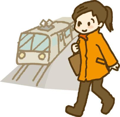 駅に向かう女性